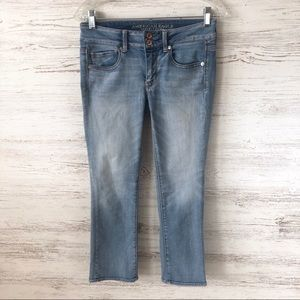 AMERICAN EAGLE Artist Crop Light Wash Jeans